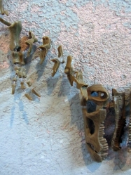 Ginger Bottari, Them old bones (detail) necklace, found object, deconstructed